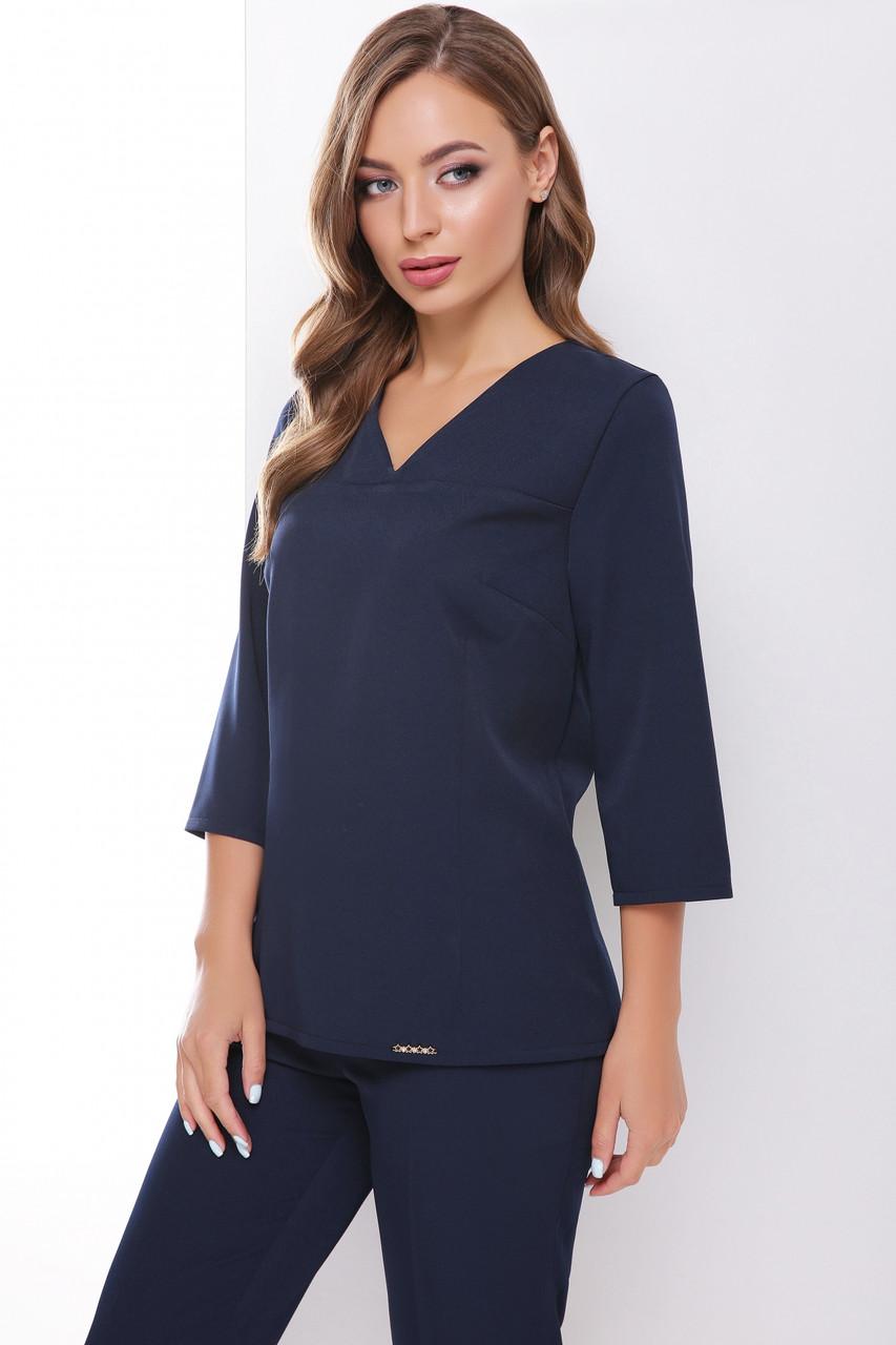 Стильная темно-синяя блуза приталенного силуэта изготовленная с потайной змейкой сзади и рукавом три четверти