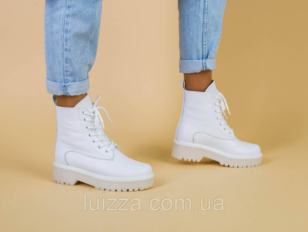 Ботинки женские кожаные белого цвета деми