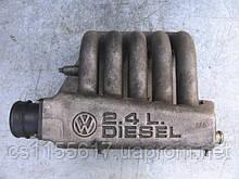 Впускной коллектор  074129713D б/у на VW Transporter 4  2.4D год 1990-1998