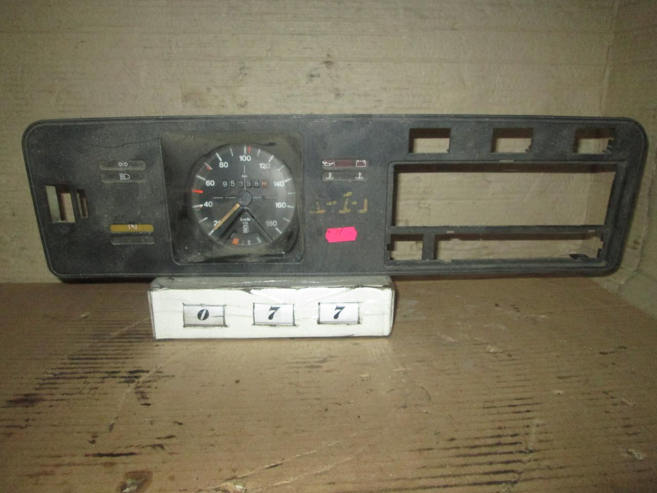 №77 Б/у Панель приладів/спідометр 935 для VW Golf I 1974-1983