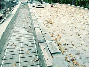 Іде монтаж нагревального кабелю для системи сніготанення в реконструйованому парку Зеленый Гай в м. Дніпро.