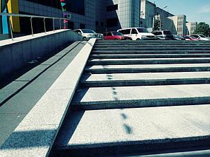 Система сніготанення сходів й пандуса встановлена компанією Стройіндустрія Дніпро.