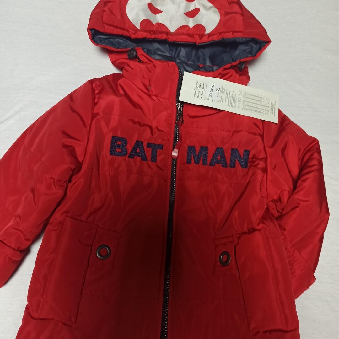 Куртка нарядна модна красива оригінальна демісезонна червоного кольору з отстежным каптуром для хлопчика.