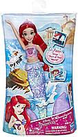 Лялька Аріель плаває в воді. Оригінал від Hasbro