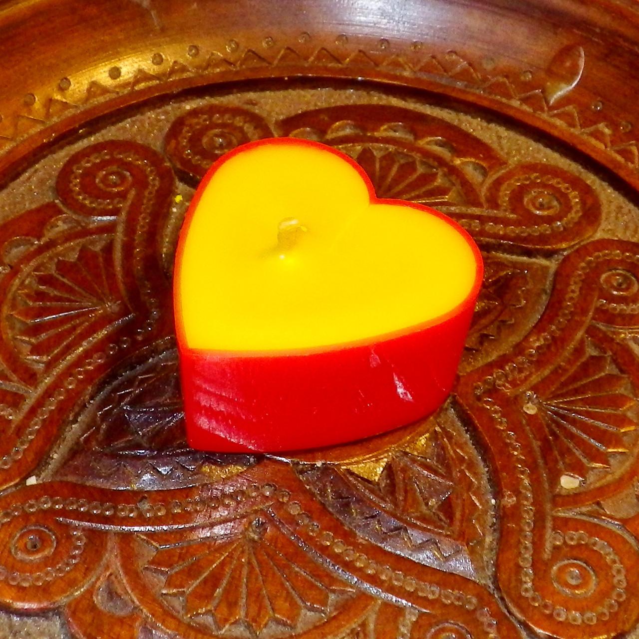 Восковая чайная свеча Валентинка 14г в пластиковом красном контейнере, натуральный пчелиный воск