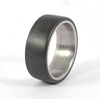 Обручальное кольцо из титана и графита от WickerRing