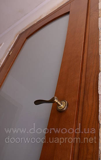 Дверь межкомнатная из массива ясеня или дуба