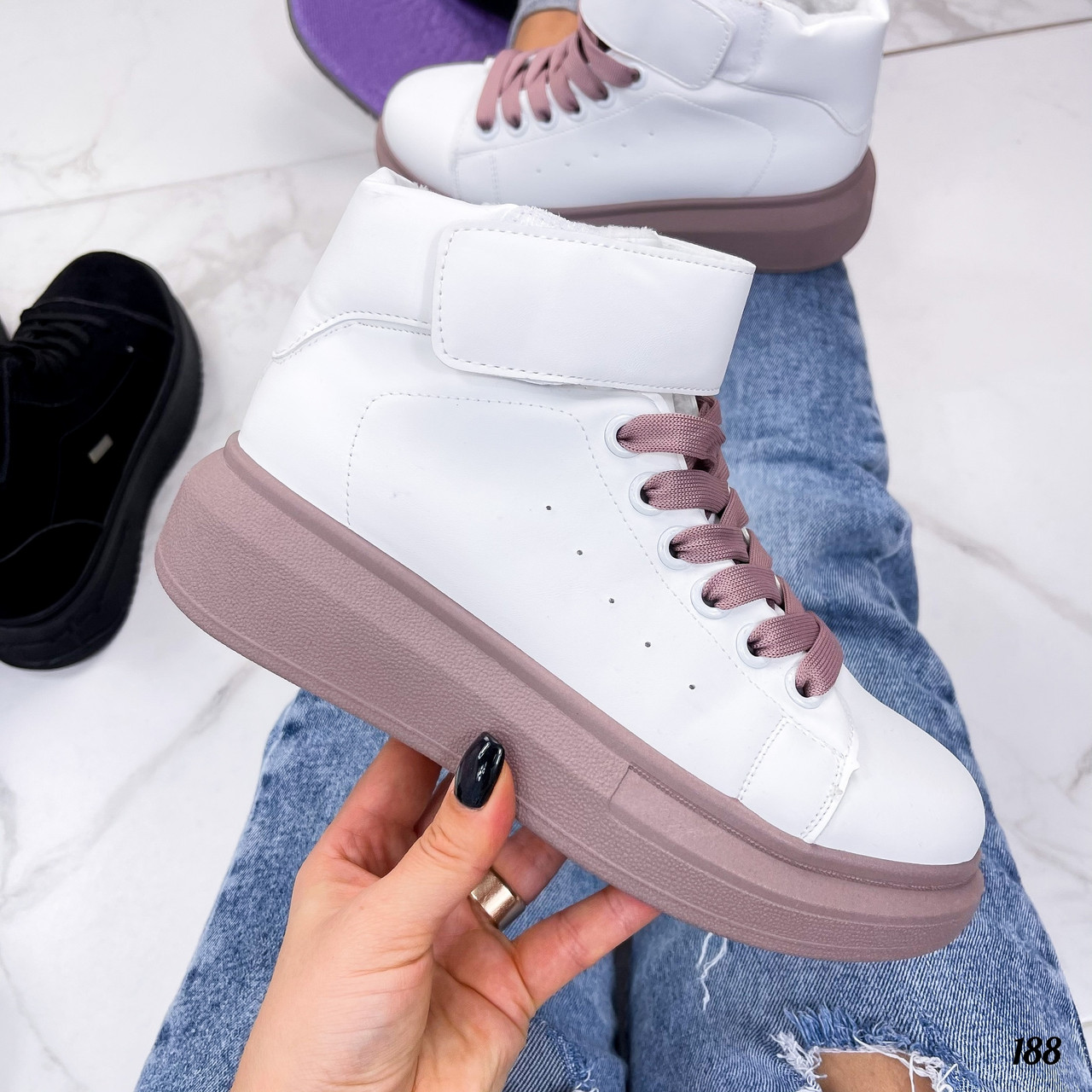 Білі високі кросівки на платформі хайтопы
