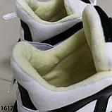 Женские кроссовки з мехо чорно білого кольору на платформі, фото 7