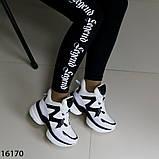 Женские кроссовки з мехо чорно білого кольору на платформі, фото 6