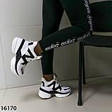 Женские кроссовки з мехо чорно білого кольору на платформі, фото 8