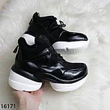Женские кроссовки чорного кольору з білою підошвою на платформі, фото 4