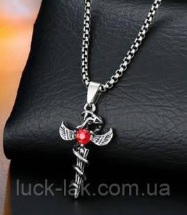 Кулон с крильями и красным камнем
