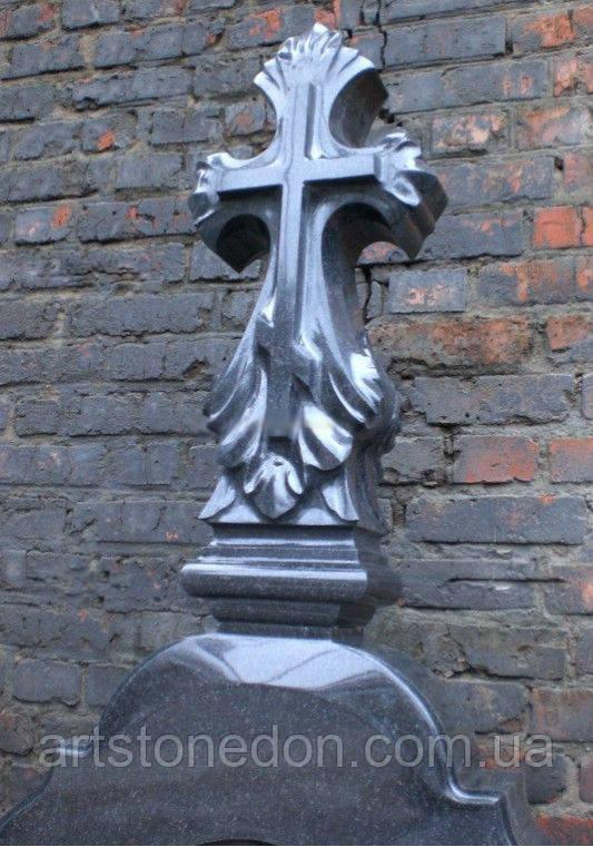 Крест гранитный фигурный