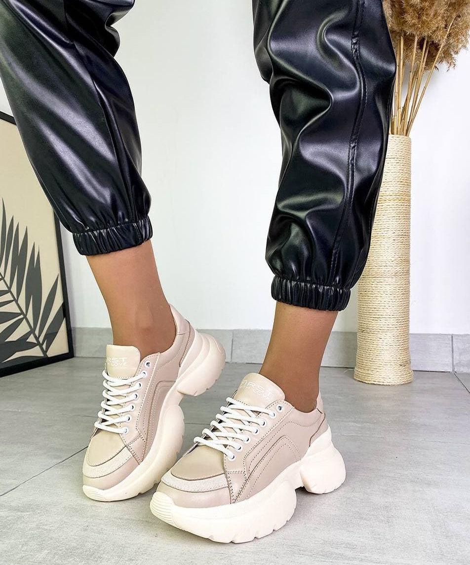 Женские кожаные кроссовки на платформе в разных цветах код 3424