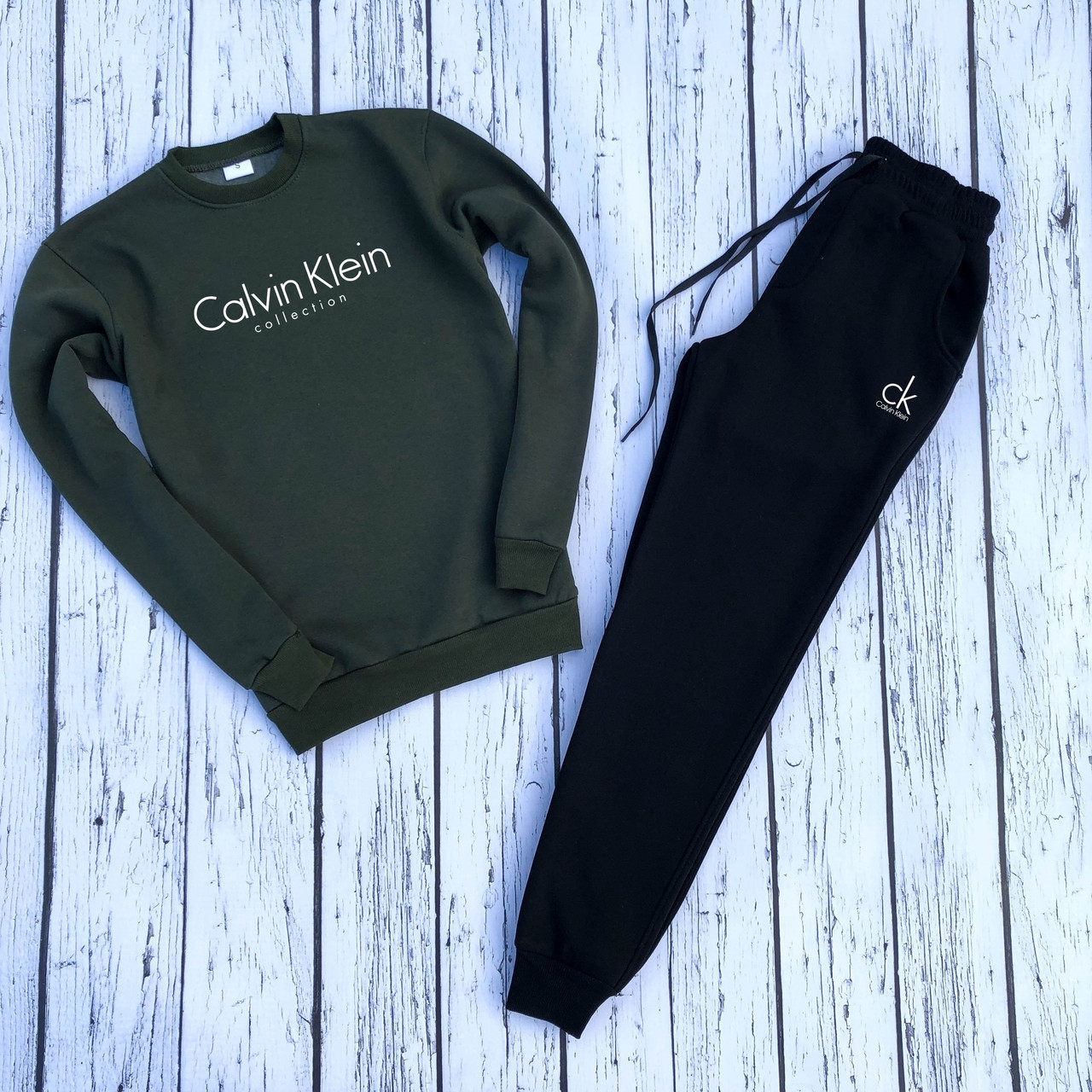 """Мужской спортивный костюм хаки свитшот с принтом """"Calvin Klein"""" и чёрные штаны """"Calvin Klein"""""""