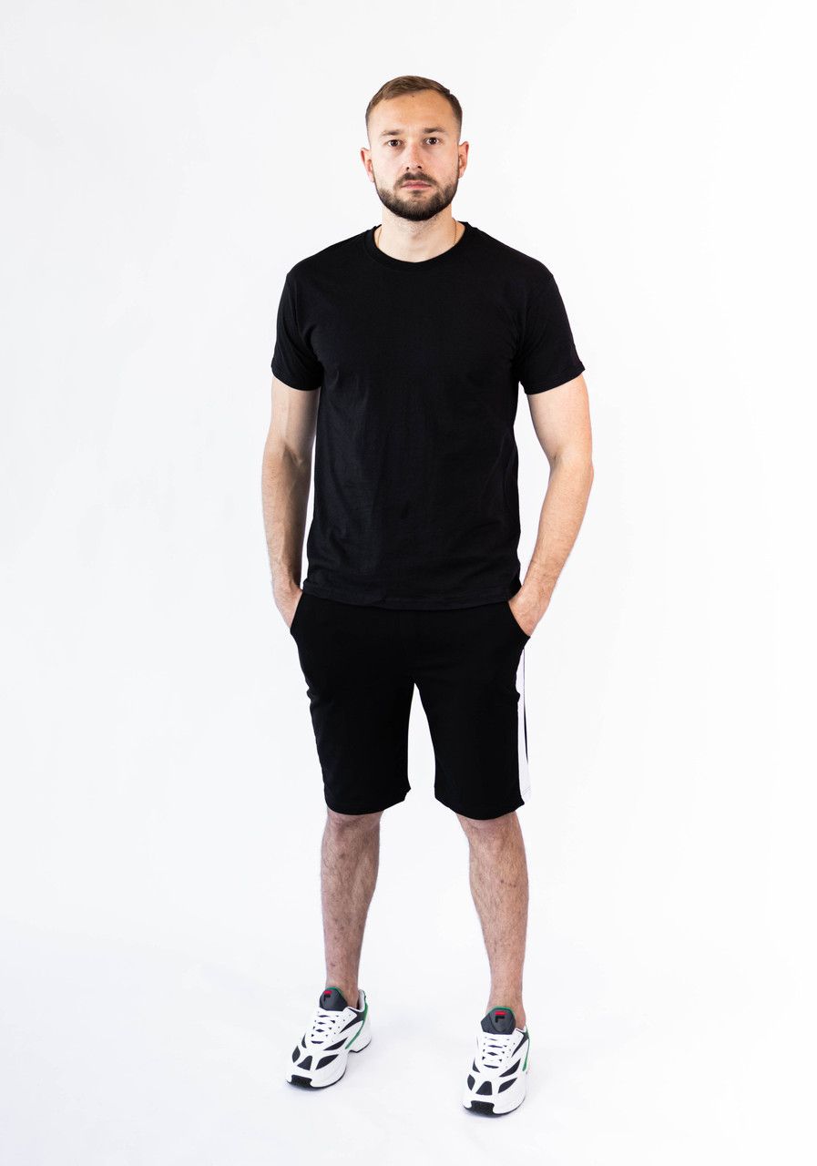 Мужской летний комплект чёрная футболка и чёрные шорты лампас