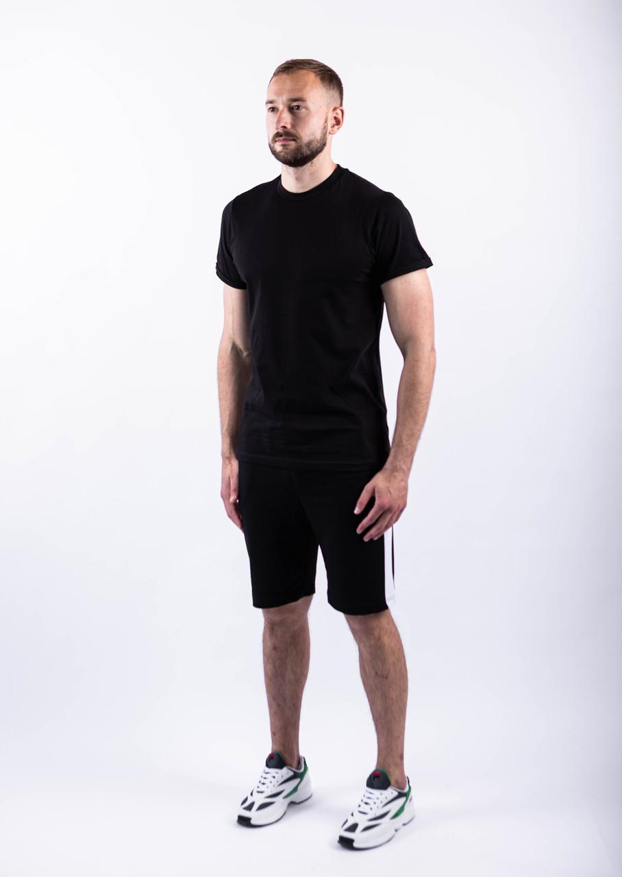 Чоловічий річний комплект чорна футболка спів і чорні шорти лампас
