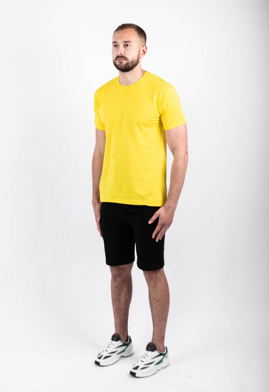 Мужской летний комплект жёлтая футболка и чёрные шорты