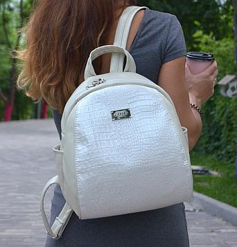 Білий жіночий рюкзак перламутр код 9-60