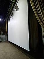 Проекционный экран для видеопроектора.