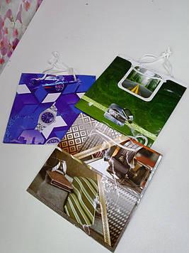 Чоловічий Подарунковий пакет паперовий з малюнком на свято