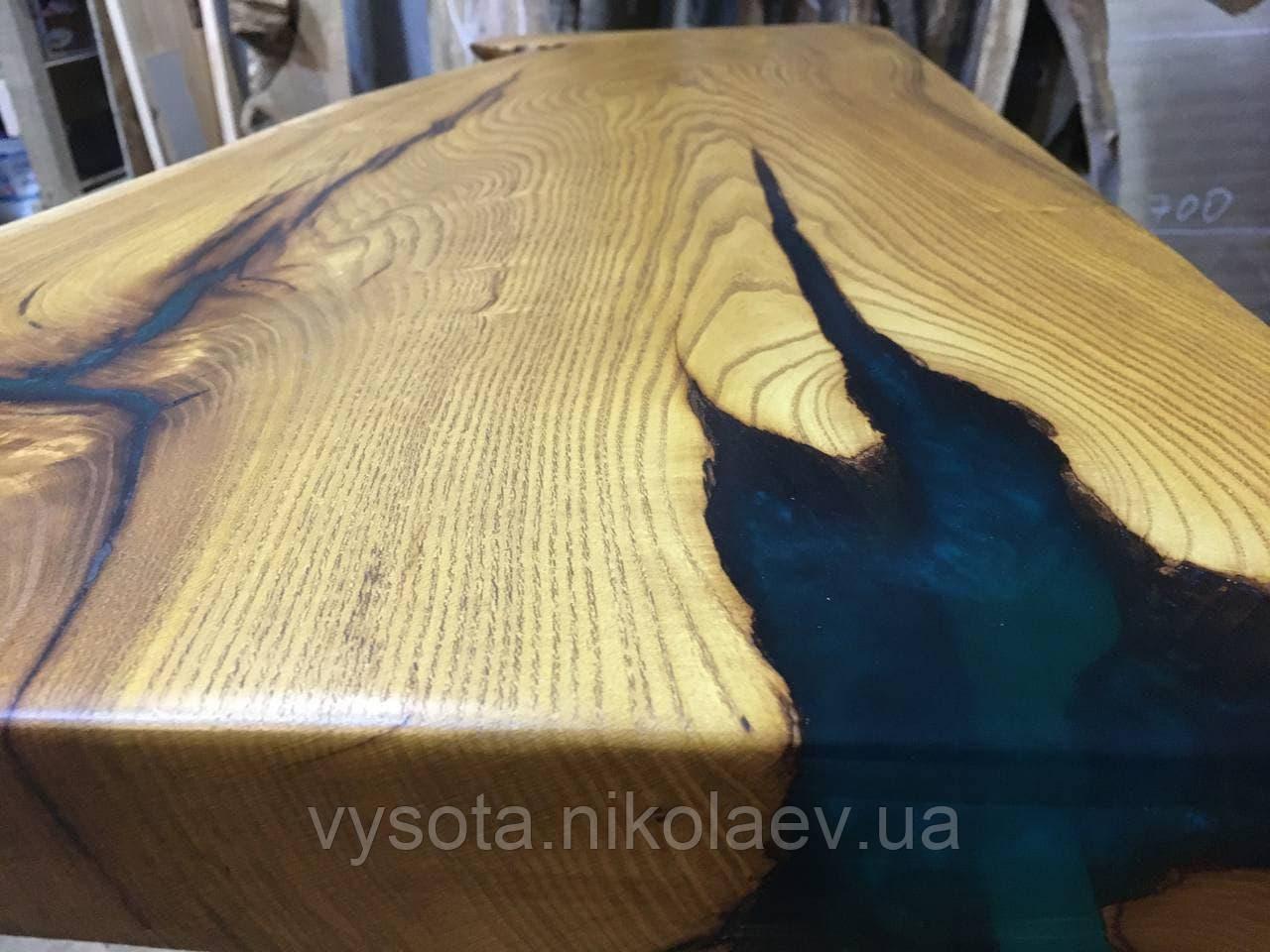 Столешница из дерева Шелковицы с эпоксидной смолой