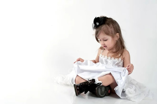 зйомка дітей на білому тлі