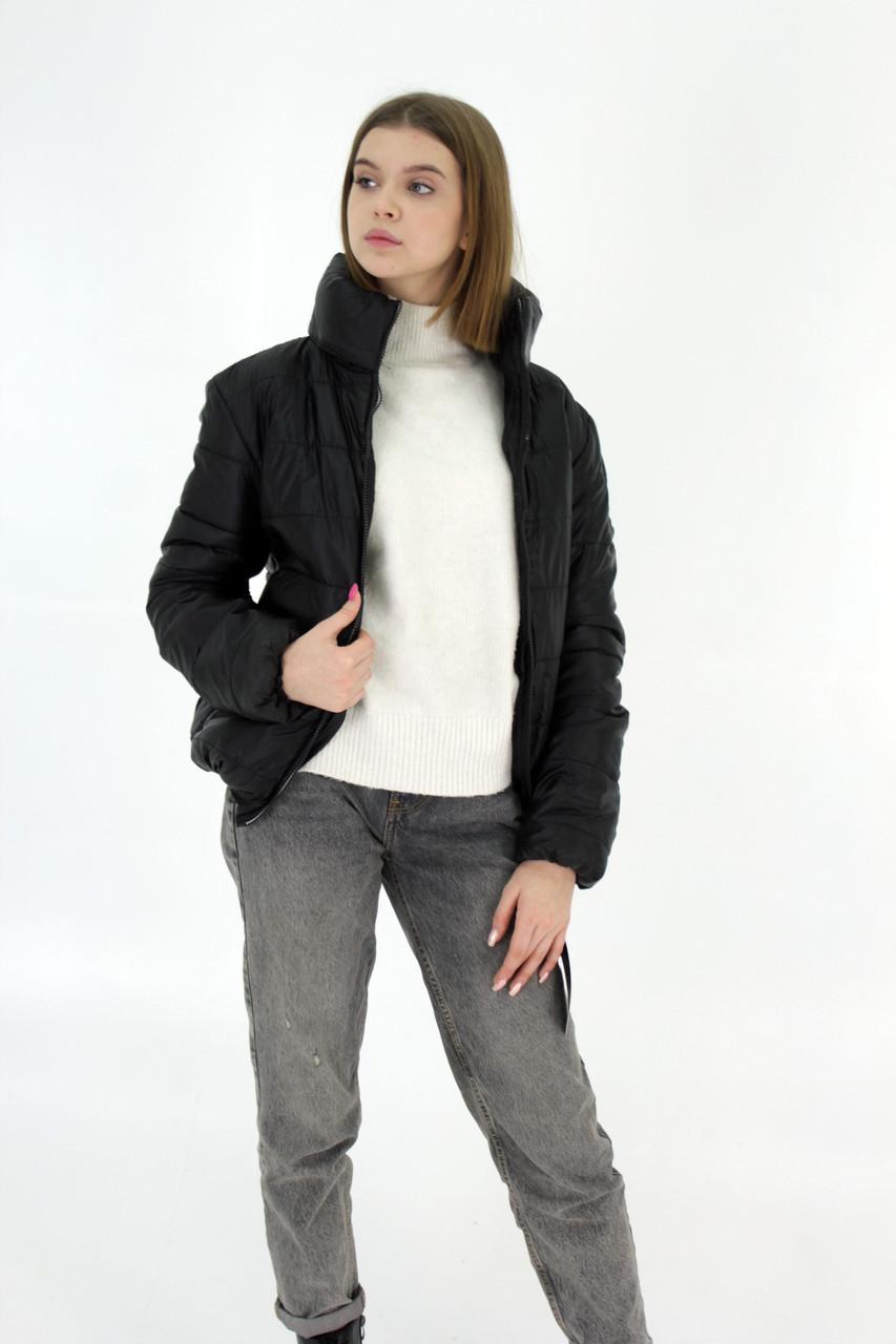 Женская демисезонная куртка дутик однотонная с капюшоном из плащевки черная на весну осень, модель Мира