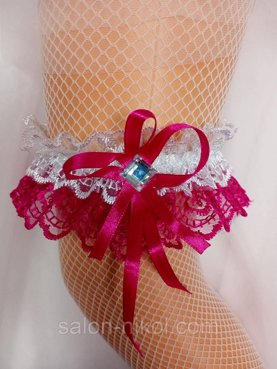 Подвязка для невесты кружевная малиновая
