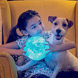 Великий настільний світильник з пультом на акумуляторі 18 см Magic 3D Moon Light RGB Місяць, фото 8