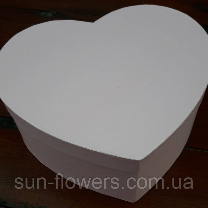 Коробка в  форме сердца розовая