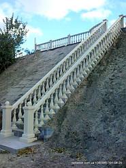Благодаря своей технологии мрамор из бетона, после установки балюстрада не требует каких-либо дополнительных   обработок, таких как покраска или шпаклевка. Материал изделий обладает равномерной текстурой и подходит для разных   климатических усло