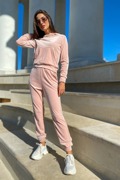 Спортивный женский розовый костюм велюровый