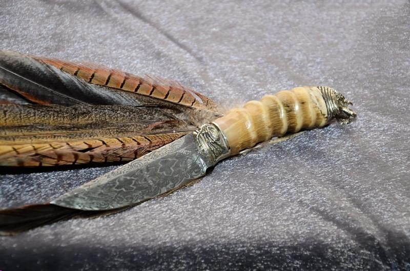 """Колекційний ніж ручної роботи з рогом сайгака """"Хижак"""", мозаїчний дамаск"""