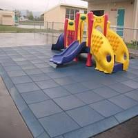 Напольное резиновое покрытие для детских площадок.