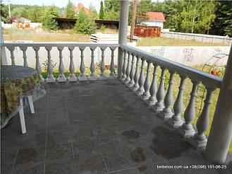 В этой работе  была использована белая балюстрада с балясинами, сделанными по технологии мрамор из бетона.  Срок   службы изделий  не менее 25 лет под открытым небом. Наши балясины и балюстрады обладают высокой прочностью и   плотность.
