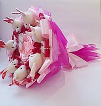 Букет из игрушек зайчиков и конфет Raffaello