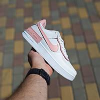 Жіночі шкіряні кросівки в стилі Nike Air Force 1 білі з рожевим, фото 1