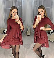 Красивое женское модное платье с перфорацией цвета Марсала (бордо)
