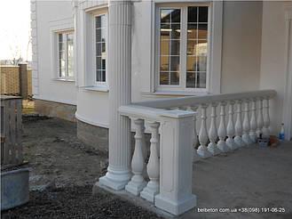 В этой работе используется белая балюстрада с балясинами выполненные по технологии мрамор из бетона.  Срок службы    не менее 25 лет под открытым небом. Наши балясины и балюстрады обладают высокой прочностью и плотность.