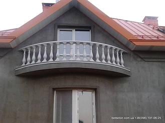 В этом проекте используется белая балюстрада с классическими тумбами, выполненные по технологии мрамор из бетона.  Гарантированный срок службы  не менее 25 лет под открытым небом. Наши балясины и балюстрады обладают высокой прочностью и плотность.