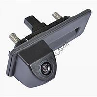 Камера заднего вида в ручку багажника Prime-X TR-02 (Skoda Octavia 2010-2013)