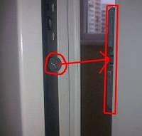 Защіпка на балконні двері