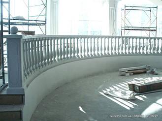 Здесь используется балюстрада с балясинами, выполненные по технологии мрамор из бетона.  Срок службы изделий  не   менее 25 лет под открытым небом. Наши балясины и балюстрады обладают высокой прочностью и плотность.