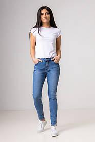 Синие прямые джинсы  со средней  посадкой в размерах: S, M, L, XL.