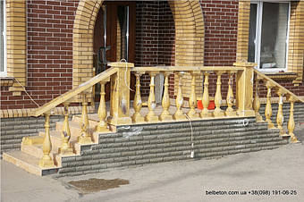В этом проекте используется уникальная балюстрада с балясинами, выполненные по технологии мрамор из бетона.    Гарантированный срок службы  не менее 25 лет под открытым небом. Наши балясины и балюстрады обладают высокой   прочностью и плотность.