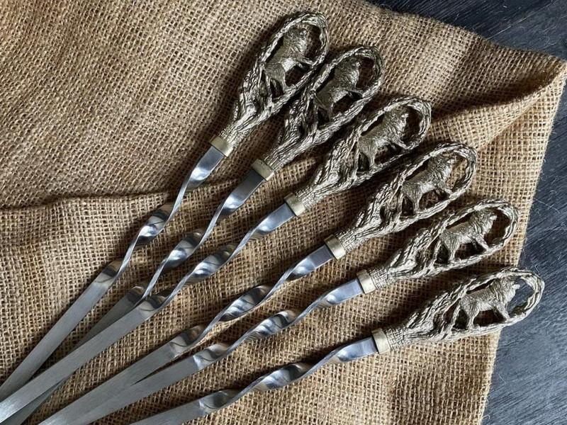 """Набір шампурів ручної роботи з бронзовими ручками """"Лев"""" в сагайдаку з натуральної шкіри"""