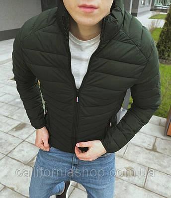 Мужская куртка стеганая цвета хаки демисезонная без капюшона короткая