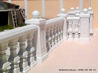В данной работе использована эксклюзивная квадратная балясина B2, мрамор из бетона, не нуждается в шпаклевке и покраске. Срок службы изделий из высокопрочного бетона по технологии СИСТРОМ не менее 20 лет под открытым небом.